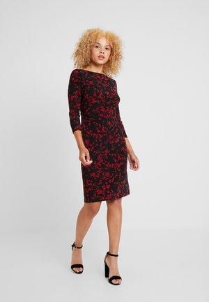 VICTORINA 3/4 SLEEVE DAY DRESS - Pouzdrové šaty - black/scarlet red