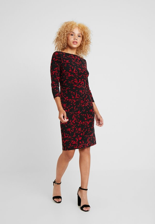 VICTORINA 3/4 SLEEVE DAY DRESS - Sukienka etui - black/scarlet red