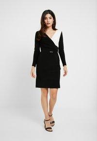 Lauren Ralph Lauren Petite - ALEXIE LONG SLEEVE DAY DRESS - Fodralklänning - black/white - 2