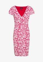PICA SHORT SLEEVE DAY DRESS - Jersey dress - berry sorbet/col cream