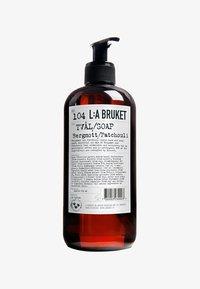 no.104 bergamot / patchouli