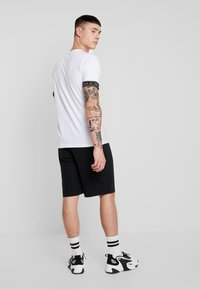 Ladron De Jeans - RAW EDGE - Shorts - black - 2