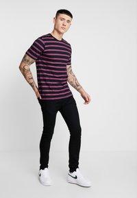 Ladron De Jeans - JAYJAY STRIPE TEE - T-shirt imprimé - black - 1
