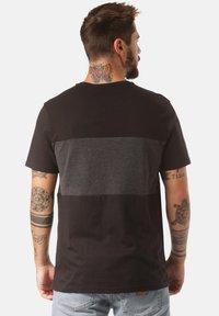 Lakeville Mountain - Print T-shirt - black - 1