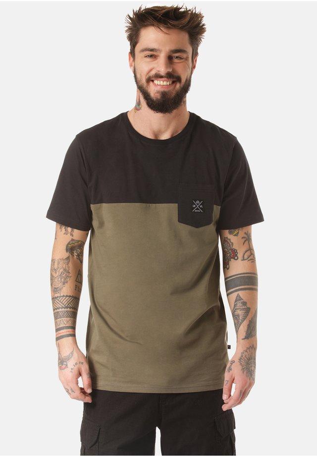 MOUNTAIN T-SHIRT MUKONO - Print T-shirt - green