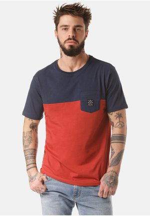 MOUNTAIN T-SHIRT MUKONO - Print T-shirt - red