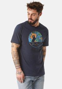 Lakeville Mountain - MOUNTAIN T-SHIRT MERU LEAVES - Print T-shirt - blue - 0