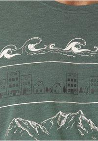 Lakeville Mountain - GAMBA - Print T-shirt - green - 2