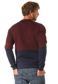 Lakeville Mountain - Sweater - red - 1