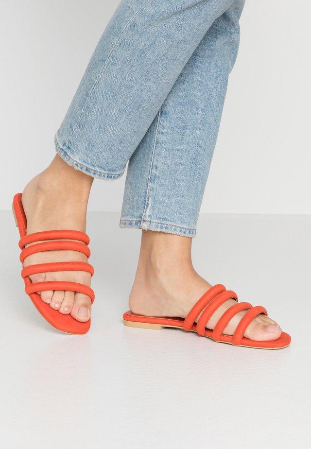 Slip-ins - orange