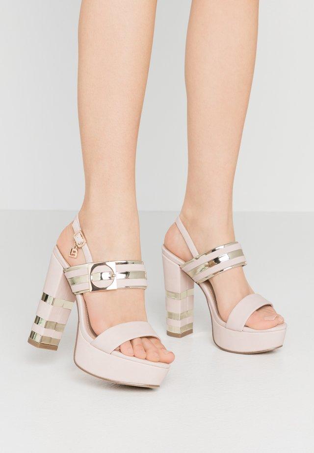 Sandały na obcasie - skin