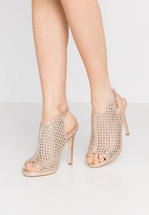 Sandály na vysokém podpatku - star light gold