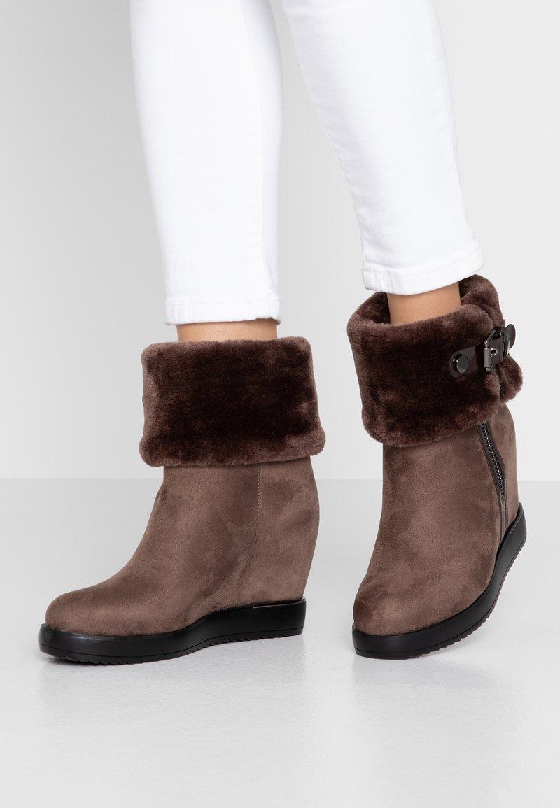 Laura Biagiotti - Boots à talons - taupe