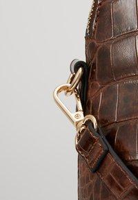 L.Credi - DESIREE - Handbag - braun - 5