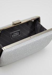 L.Credi - MACAU - Clutch - light silver - 4