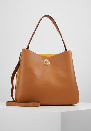 ELINOR - Håndtasker - cognac