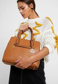 L.Credi - ELECTRA - Handbag - cognac - 1
