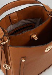 L.Credi - EDINA - Handbag - cognac - 4