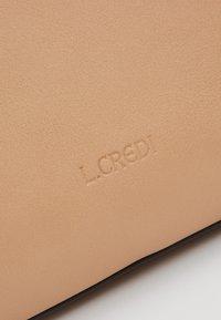 L.Credi - ELYA - Across body bag - beige - 8