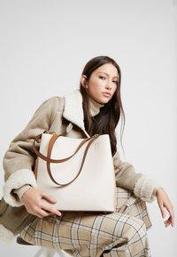 L.Credi - ELYA - Across body bag - beige - 1