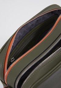 L.Credi - ELISE - Taška spříčným popruhem - khaki - 3