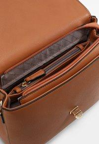 L.Credi - EMILY - Handbag - cognac - 3