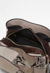 L.Credi - Handbag - brown - 3
