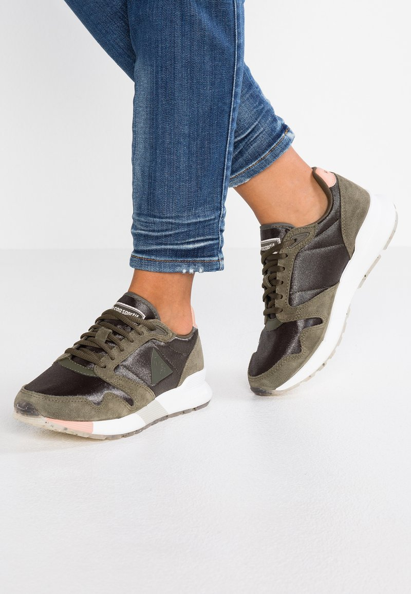 le coq sportif - OMEGA - Trainers - olive night/dusty coral
