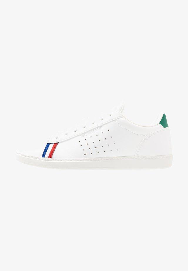 COURTSTAR SPORT - Sneakers laag - optical white/evergreen