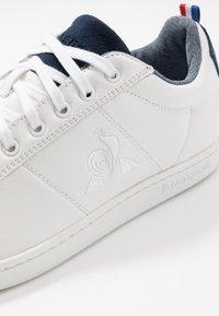 le coq sportif - COURTCLASSIC - Zapatillas - optical white/dress blue - 5