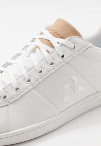 le coq sportif - COURTCLASSIC PRINTEMPS - Sneakers - optical white/tan - 5