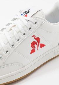 le coq sportif - COURT CLAY BOLD - Zapatillas - optical white/dress blue - 5