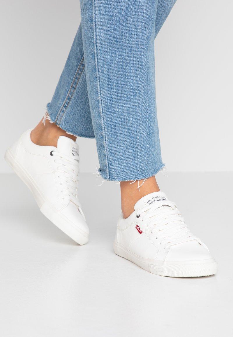 Levi's® - WOODS  - Sneakersy niskie - brilliant white
