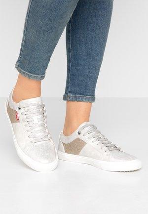 WOODS  - Zapatillas - silver old look
