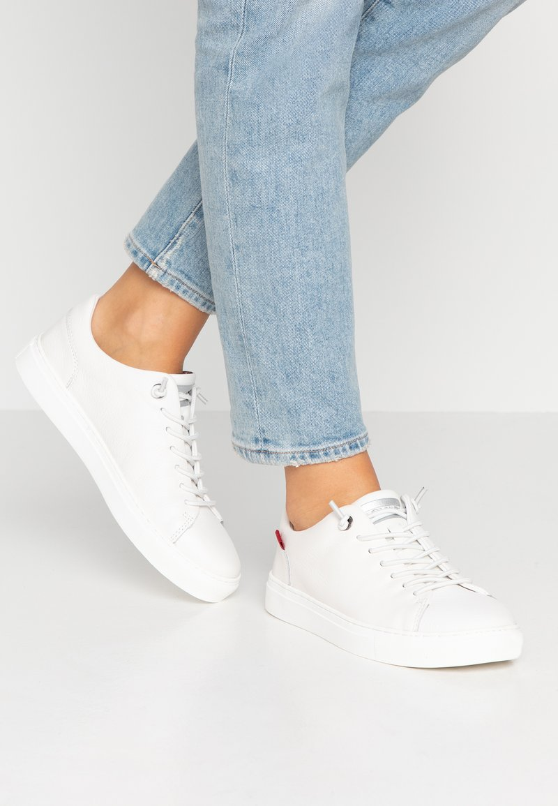 Levi's® - VERNON - Trainers - regular white