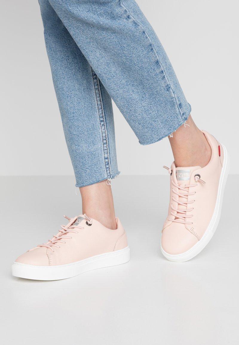 Levi's® - VERNON - Sneaker low - light pink