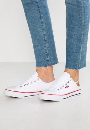 STAN BUCK LADY - Sneakersy niskie - regular white