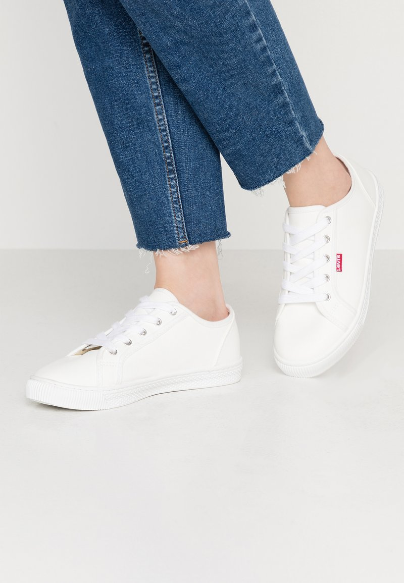 Levi's® - MALIBU BEACH - Trainers - regular white