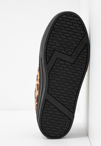 Levi's® - TIJUANA - Tenisky - brilliant black - 6