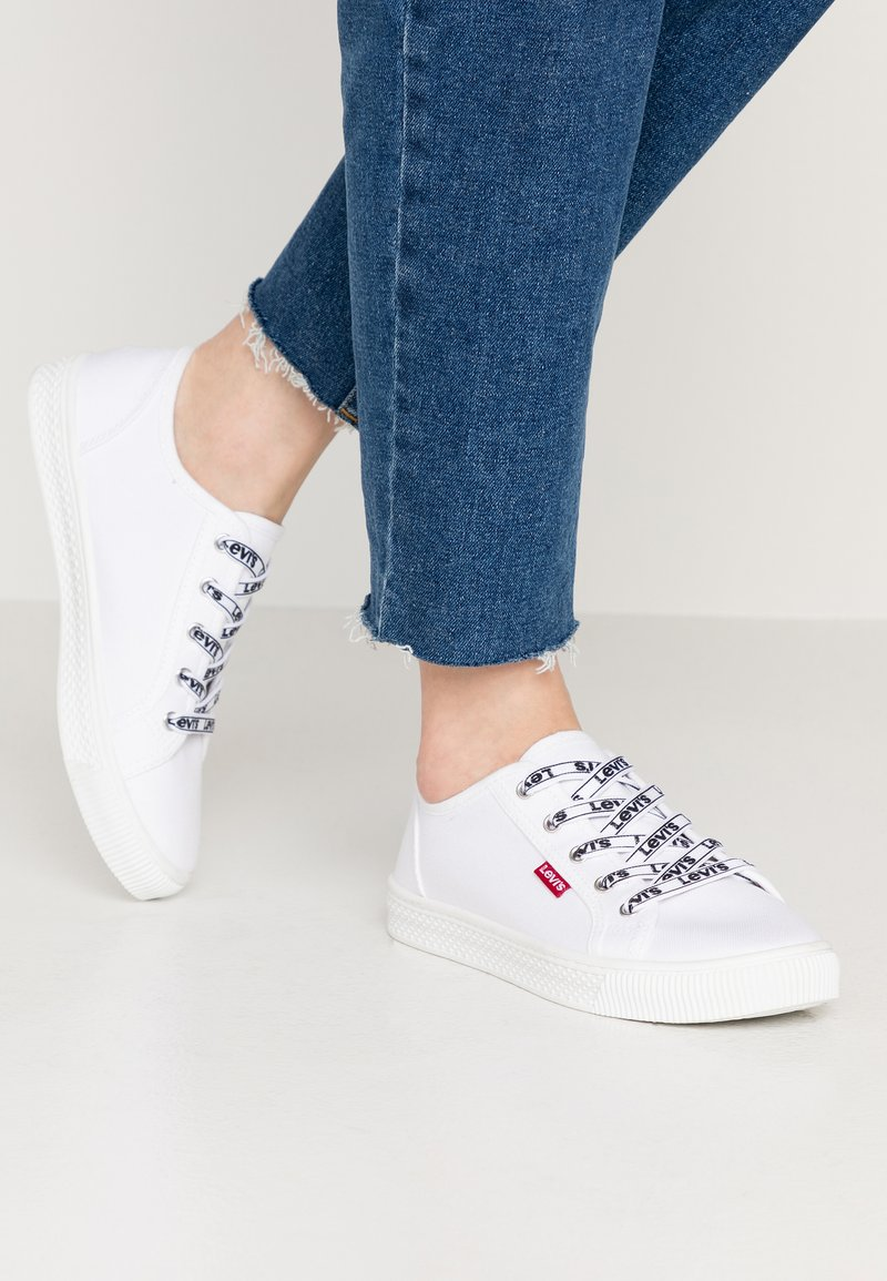 Levi's® - MALIBU BEACH - Sneakers basse - brilliant white