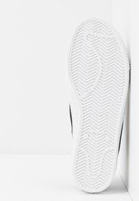 Levi's® - MALIBU BEACH - Sneakers - regular black - 6