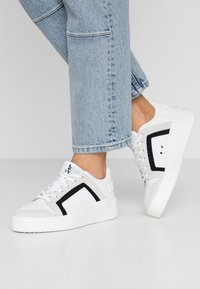 Levi's® - MULLET  - Trainers - regular white - 0
