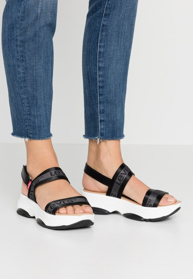 LAGUNITA - Sandalen met plateauzool - regular black