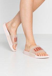 Levi's® - JUNE  - Sandały kąpielowe - light pink - 0