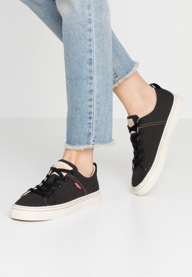 SHERWOOD S LOW - Zapatillas - regular black