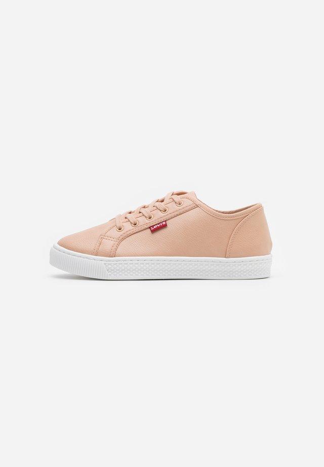 MALIBU BEACH  - Sneakersy niskie - beige