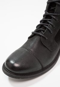 Levi's® - MAINE W BUCKLE - Cowboystøvletter - regular black - 5