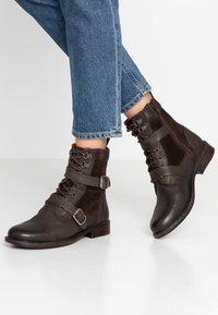 Levi's® - MAINE - Cowboy/biker ankle boot - dark brown - 0