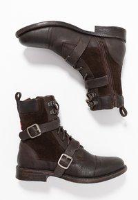 Levi's® - MAINE - Cowboy/biker ankle boot - dark brown - 3