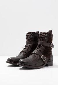 Levi's® - MAINE - Cowboy/biker ankle boot - dark brown - 4